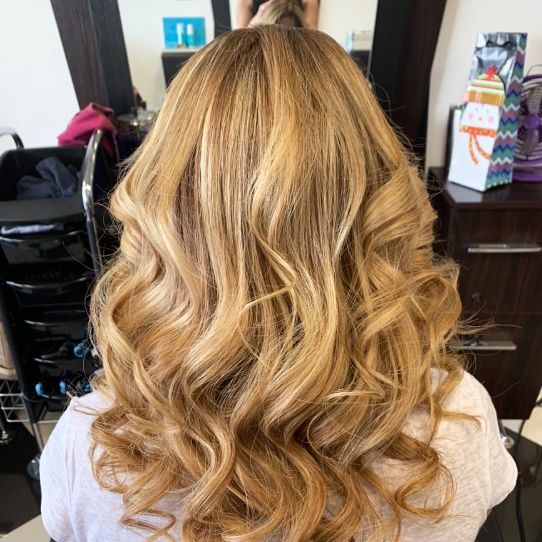 55 Best White Blond Wavy Hair Color Ideas (1)
