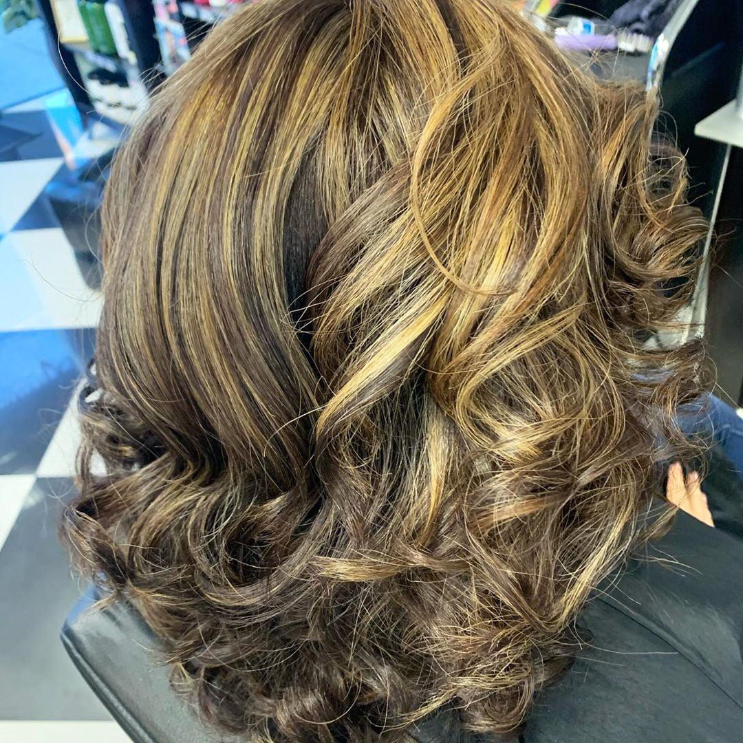 55 Best White Blond Wavy Hair Color Ideas (24)