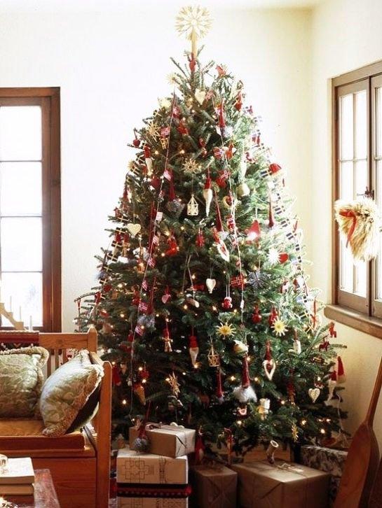 Santa Claus Style Christmas Tree